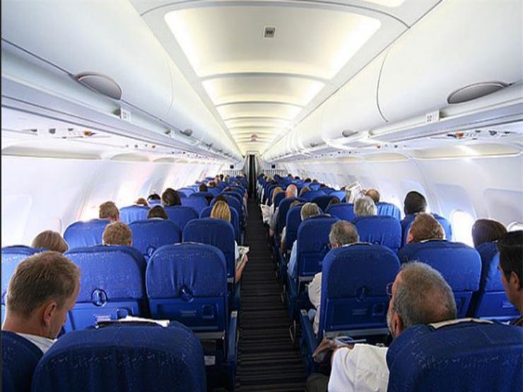 منها ارتداء الجوارب الضاغطة.. 5 نصائح للاستمتاع برحلات الطيران الطويلة