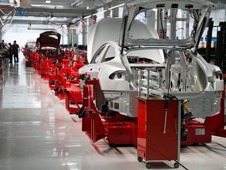"""""""تيسلا"""" تستعين بشركة كورية جنوبية لشراء بطاريات لسياراتها المنتجة في الصين"""