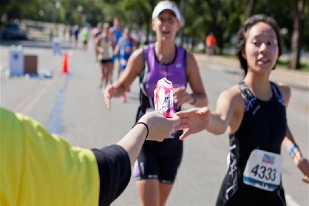 دراسة تحذر: مشروبات الطاقة تهدد الرياضيين بتسوس الأسنان