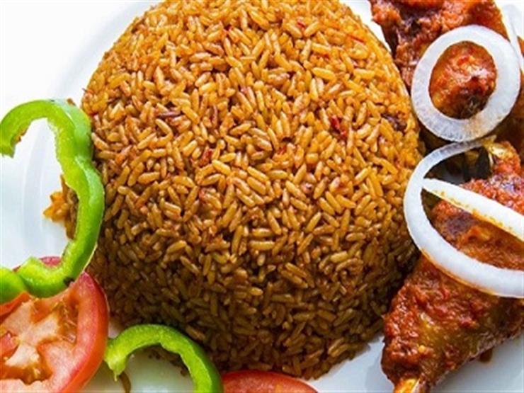 """معركة طريفة.. غانا تفوز على نيجيريا في طبخ """"أرز الجولوف"""""""