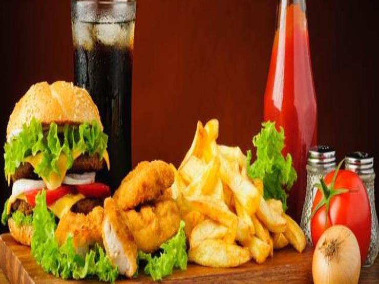 5 أطعمة يحظر تناولها خلال فترة العزل المنزلي (إنفوجرافيك)