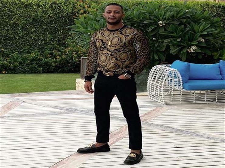 """محمد رمضان يكشف عن صورة مع ابنيه """"علي وكنز"""""""