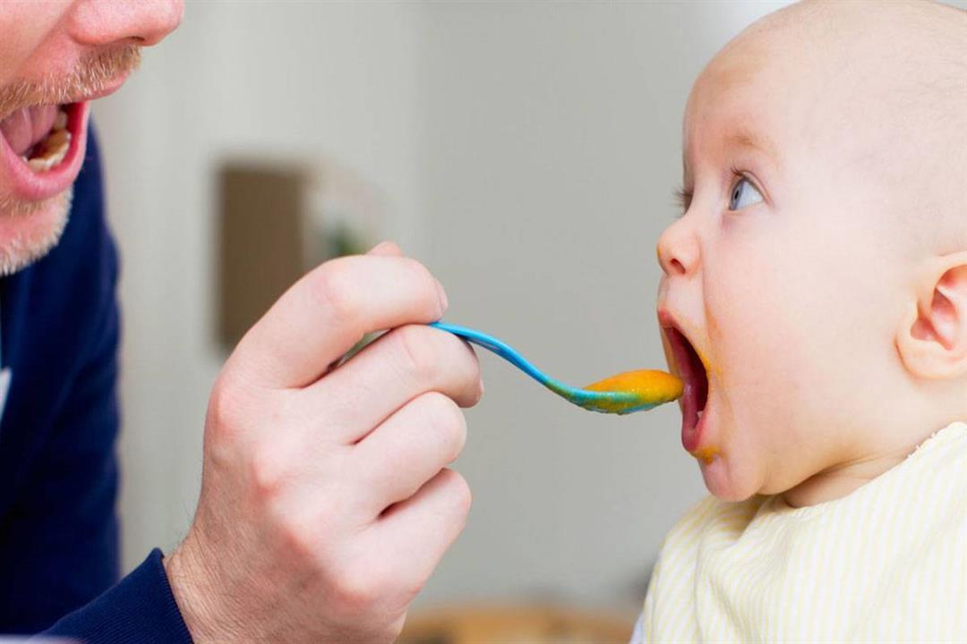 6 علامات تخبرك باستعداد طفلكِ للفطام.. كيف تتعاملين معه؟