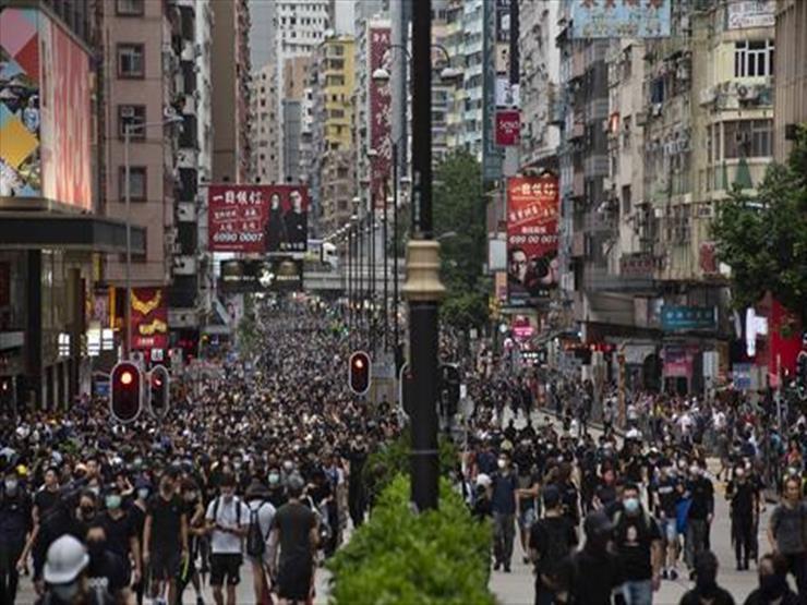 عشرات الآلاف ينظمون مسيرة بوسط هونج بعد حظر الشرطة لمسيرة مماثلة