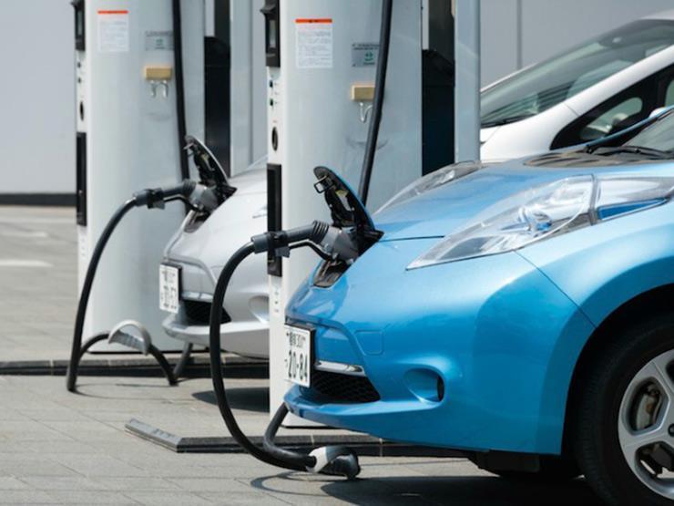 """لهذا السبب.. 98% من مالكي """"السيارات الكهربائية"""" في ألمانيا يعانون"""