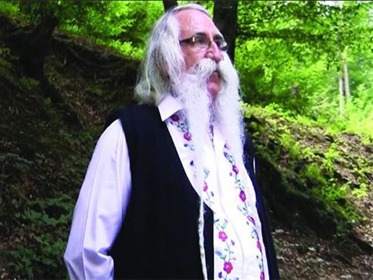 """""""ملك الشوارب"""" في صربيا بشارب طوله 140 سنتمتراً"""