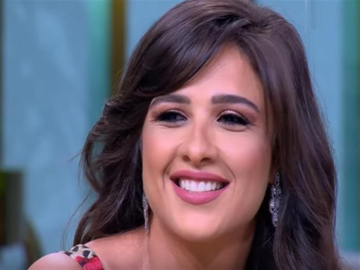 """ياسمين عبد العزيز لجمهور """"معكم منى الشاذلي"""": """"أنا طول عمري حلوة"""""""