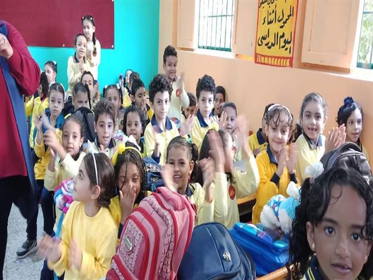 """إلزام المدارس الرسمية والخاصة بتدريس كتاب """"Connect"""" كمقرر أساسي"""