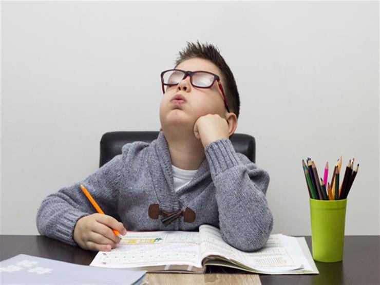 تصيبه بمخاطر عديدة.. إليكِ تأثير الواجبات المدرسية على صحة طفلِك
