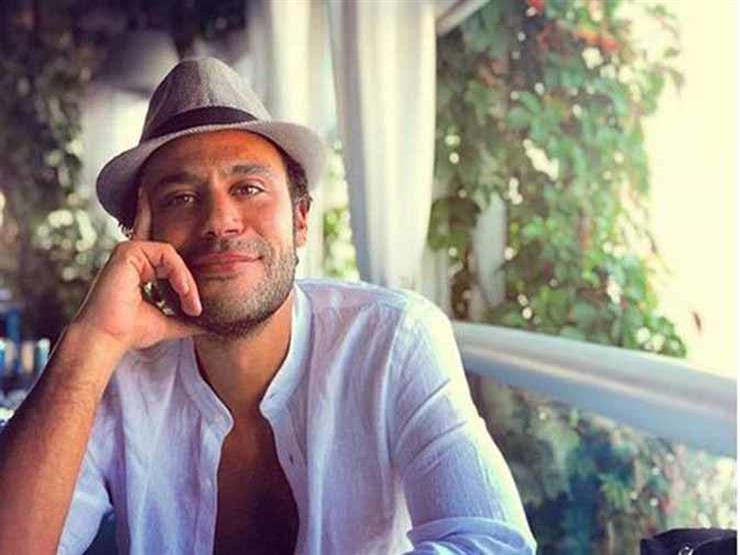 محمد إمام يحتفل بعيد ميلاد المخرج أحمد خالد