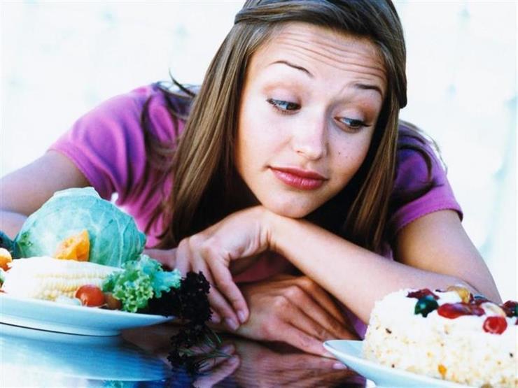 لا تزيد الوزن.. 10 أطعمة يمكن تناولها بعد السابعة مساءً (صور)