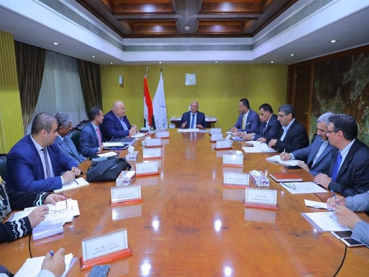 وزير النقل يتابع مستجدات شراء 50 جرار سكة حديد وتحديث وإصلاح 91 آخر