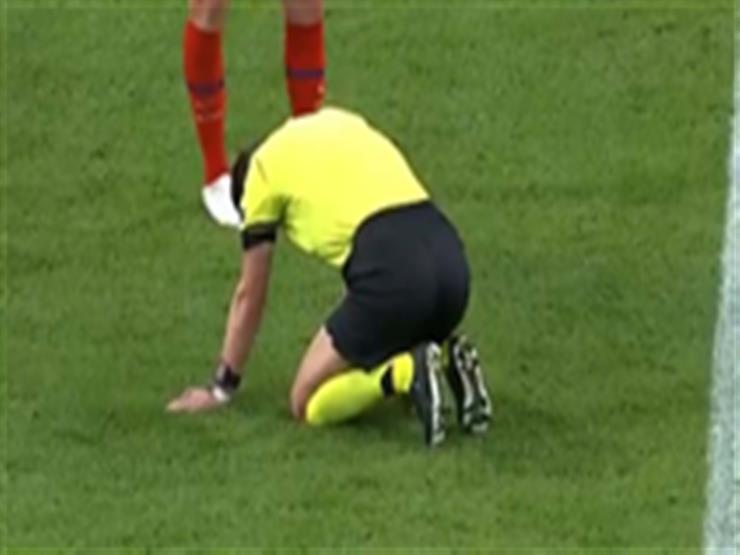 فيديو.. إصابة حكم مباراة يوفنتوس واتلتيكو مدريد خلال المباراة