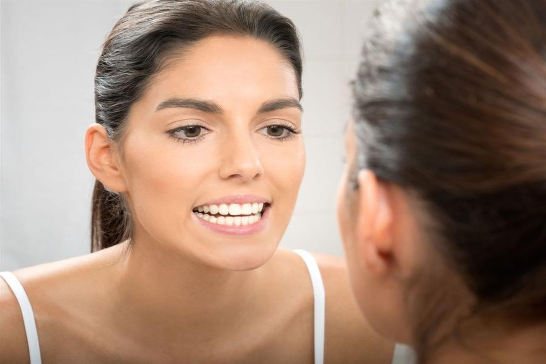 أحدهم ضروري لصحة فمك .. إليك الفرق بين تنظيف الجير وتلميع وتبييض الأسنان