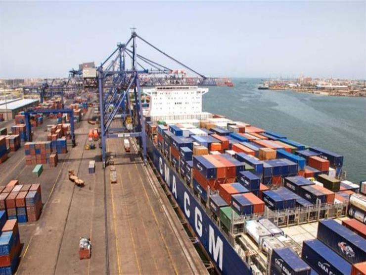 """""""فيديوهات فيك"""".. رئيس ميناء الإسكندرية يكشف حقيقة تكدس الشاحنات"""