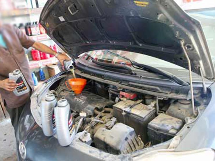"""نصائح مهمة للتعامل بشكل صحيح مع """"زيوت"""" محرك السيارة.. تعرف عليها"""