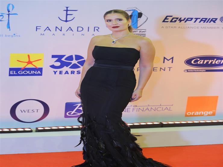 """هنا شيحة تكشف قصة """"فستان اللحظة الأخيرة"""" في افتتاح مهرجان الجونة"""