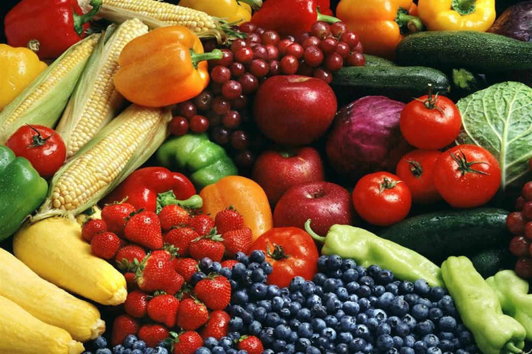 الأخضر للهضم والأحمر يقوي المناعة.. فوائد الفواكه والخضروات حسب لونها