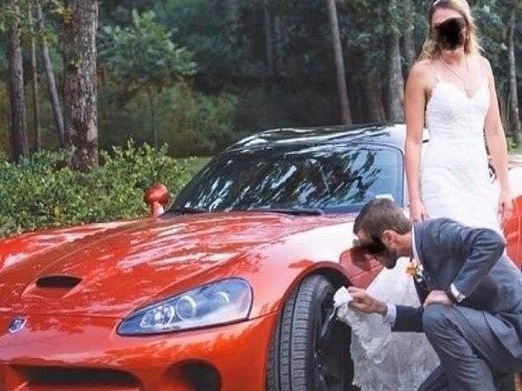 ليلة الزفاف.. استخدم فستان عروسته لتنظيف عجلة السيارة