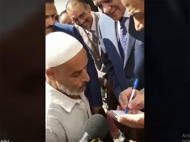 لحل مشكلته.. وزير التموين يطلب هاتف مواطن والأخير يُقبله (فيديو)