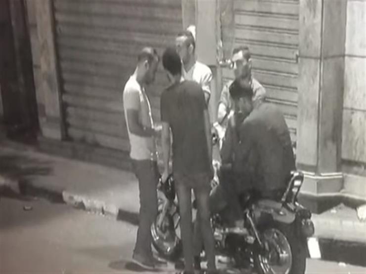 عمرو أديب يعرض فيديو لشباب يتقاضون أموالًا للمشاركة في المظاهرات