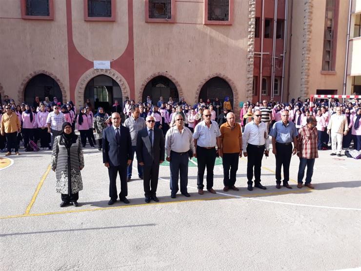 محافظ بورسعيد: الحضور واجب والمعلم يؤدي رسالة