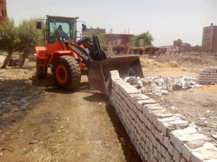 إزالة مخالفات بناء بدون ترخيص في مركز بني مزار بالمنيا