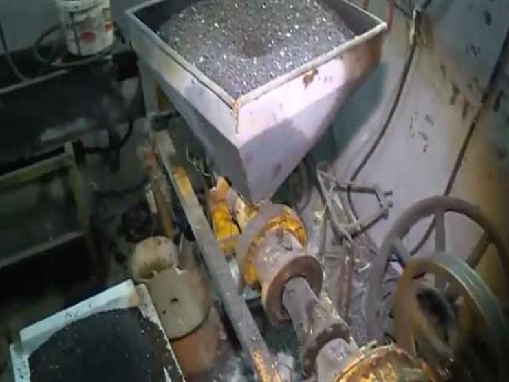 بالفيديو.. الداخلية تداهم مصنعا لإنتاج خراطيم الغاز من خامات مجهولة المصدر