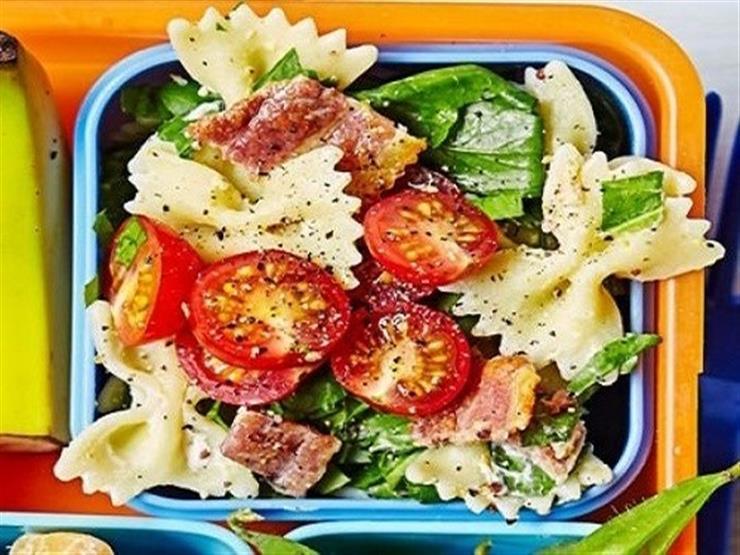 كيف تحضرين سلطة المعكرونة لصندوق طعام طفلك