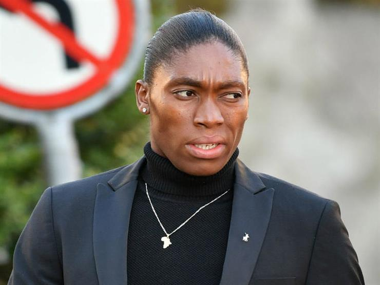 العداءة الجنوب إفريقية سيمينيا تتحول إلي لاعبة كرة القدم