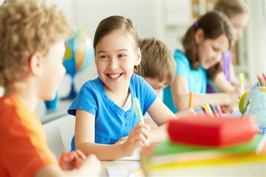 أبرزها ثقل الحقيبة.. 4 عادات خاطئة تهدد صحة طفلِك أثناء الدراسة