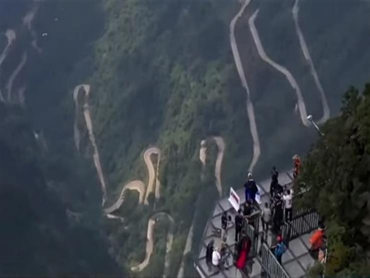 متسابقون من 11 دولة يطيرون بالزي المجنح وسط الصين