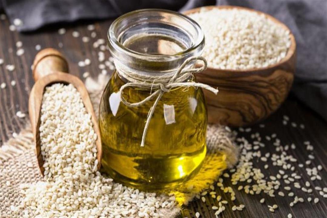 يخلص الجسم من السموم.. 13 فائدة صحية لزيت السمسم