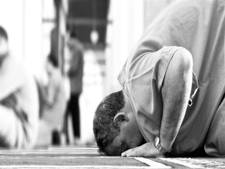 هل يشرع قطع صلاة الفريضة من أجل اللحاق بالجنازة؟.. المفتي السابق يجيب