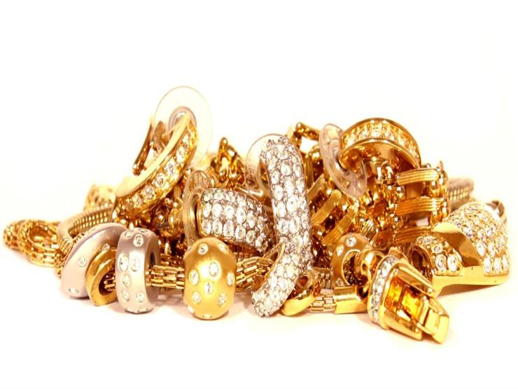 تعرف على حكم الزكاة على المشغولات الذهبية إذا كانت بنية الزينة والادخار