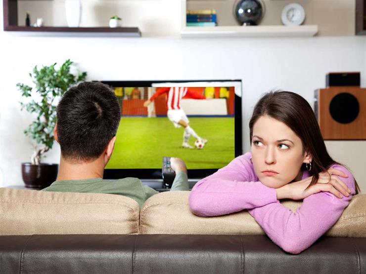 أخبر زوجتك.. دراسة: مشاهدة مباريات كرة القدم جيد لصحتك