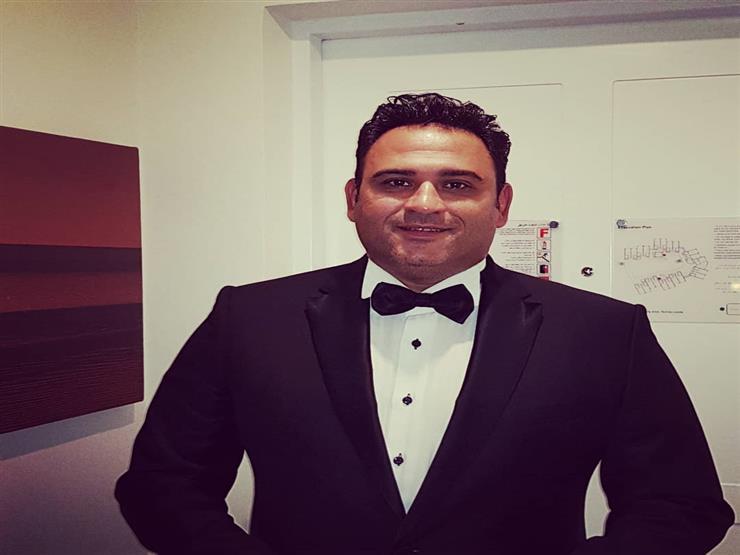 بصورة من الطفولة.. أكرم حسني يحتفل بعيد ميلاده