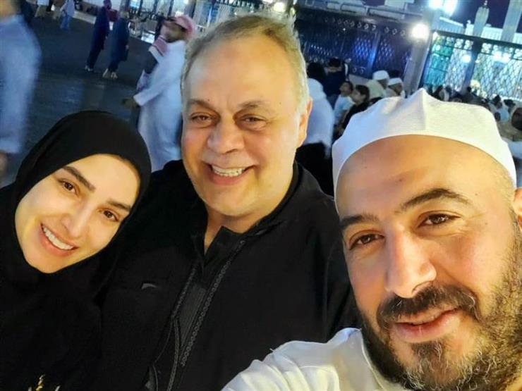 """مجدي الهواري عن صورته مع روجينا وزكي:  """"مع الحبايب عند الحبيب"""""""