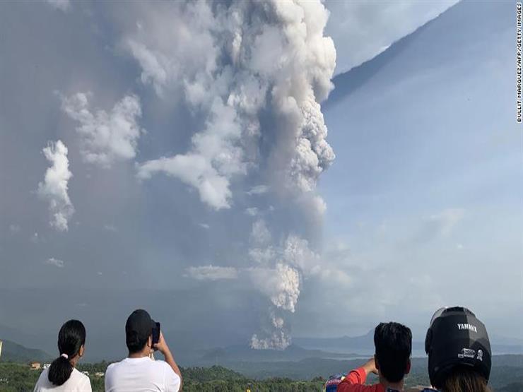 الفلبين تخفض مستوى خطورة بركان تال