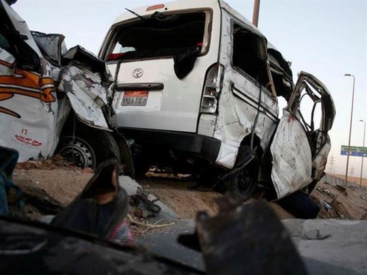 """بعد مصرع طبيبتين .. المرور ترفع أثار حادث """"ميكروباص الأطباء"""" في حلوان"""