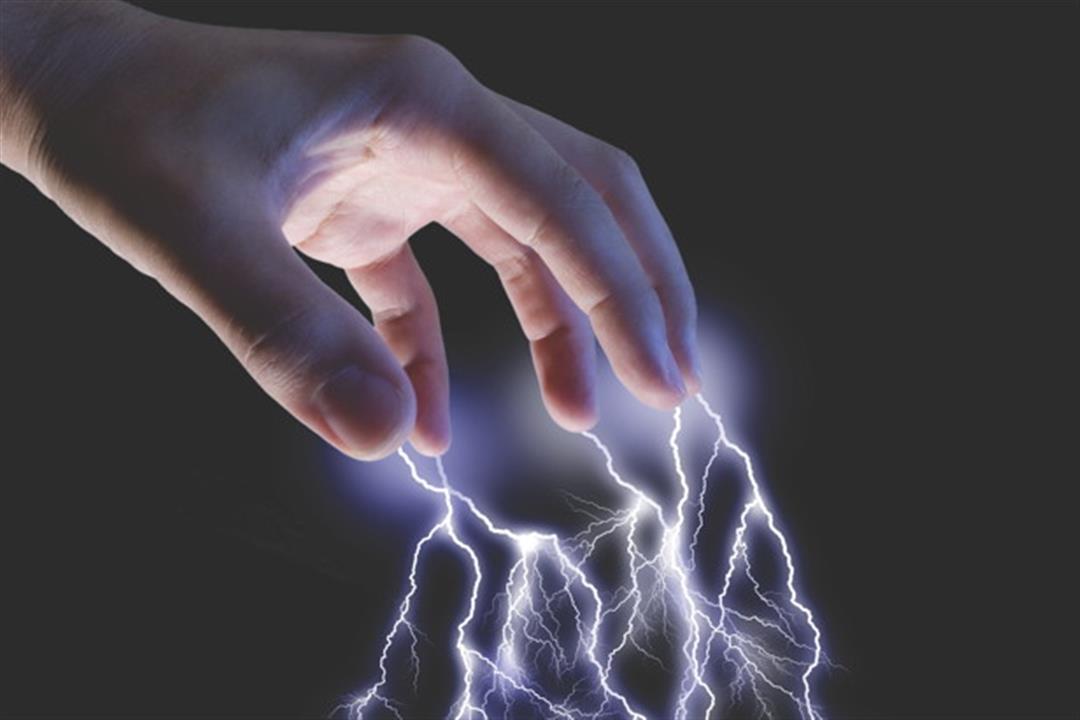 رعشة خاطفة.. 5 أسباب لزيادة الشعور بالكهرباء في الشتاء