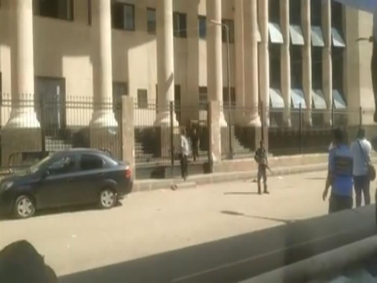 فيديو.. إخلاء مبنى محكمة شمال الجيزة بعد الاشتباه بالعثور على قنبلة