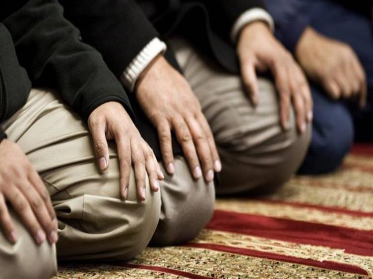 هل تجوز صلاة الجماعة في المسجد قبل أن يؤذن الإمام الراتب للإقامة؟.. البحوث الإسلامية يرد