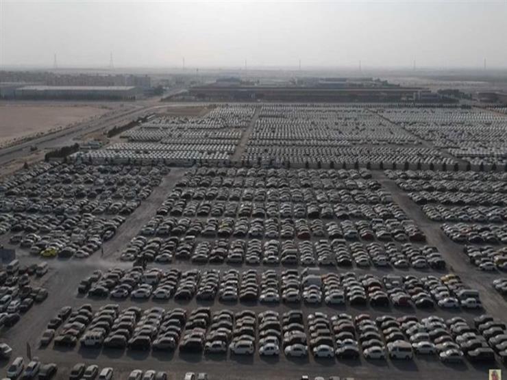"""سيارات فارهة مهجورة تنتظر ملاكها الجدد في ساحة للخردة بـ """"دبي"""""""