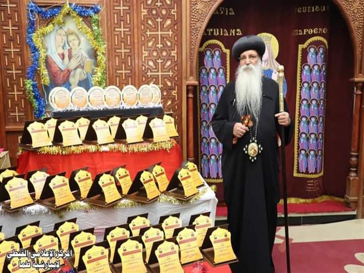 أسقف طما يكرم خريجين في الاحتفال باليوبيل الفضي لمعهد القديس أثناسيوس