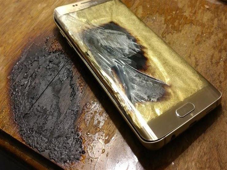 خبير تكنولوجيا معلومات يكشف عن أسباب انفجار الهواتف المحمولة