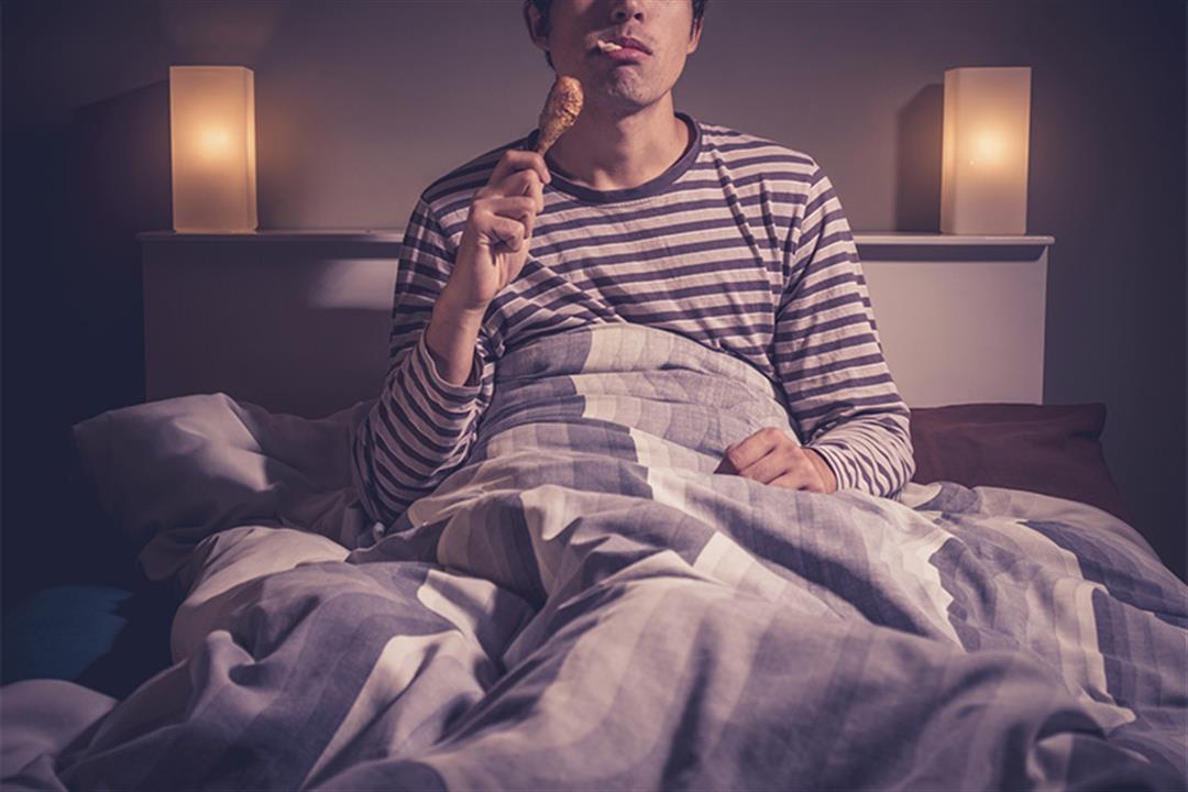تناول العشاء قبل النوم.. إليك الأطعمة المسموحة والممنوعة