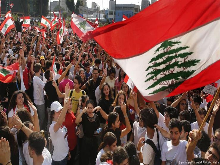 لبنان: إحراق مجسم الثورة في وسط بيروت.. والشرطة تلقي القبض على 4 متهمين