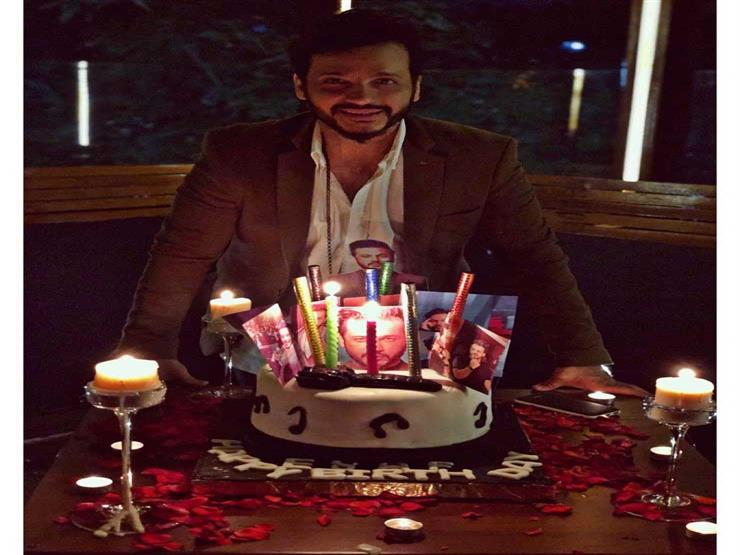 صورة وفيديو| هكذا احتفل إيساف بعيد ميلاده