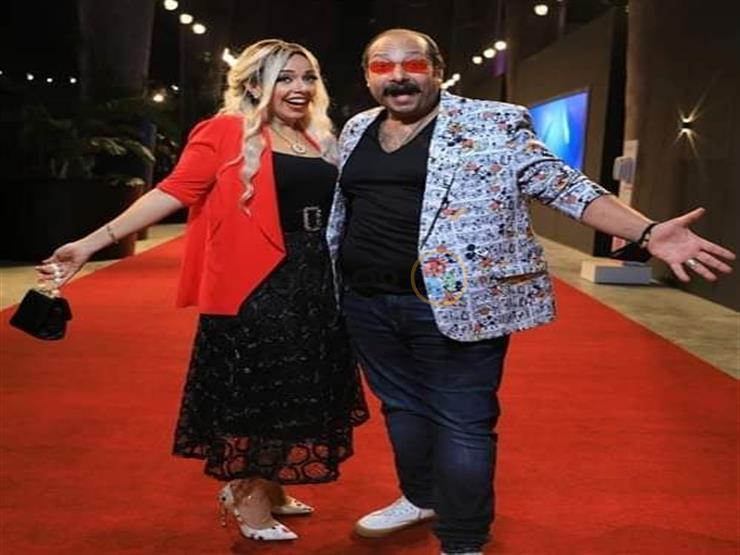 صورة.. محمد ثروت يسخر من إطلالته وزوجته في الجونة السينمائي